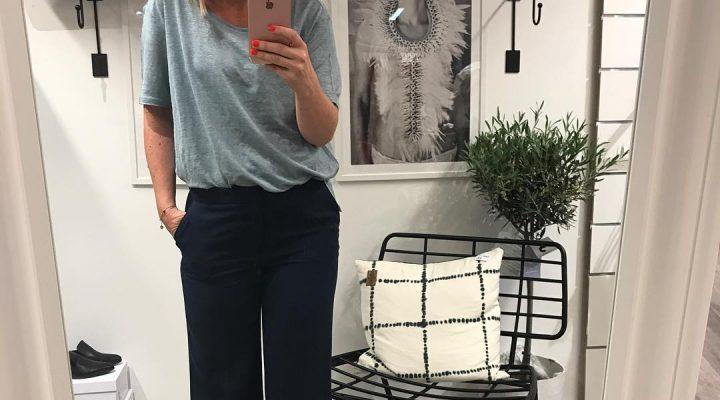 ~ Kvällsjobb ~ Ta kort på våra fina nyheter Fixar med vår nyhet som vi presentera på ONSDAG 💙💙 Trevlig kväll Kram #butikperochlisa #habo #jönköping #twistandtango #underbarbyxa #villha #sommar